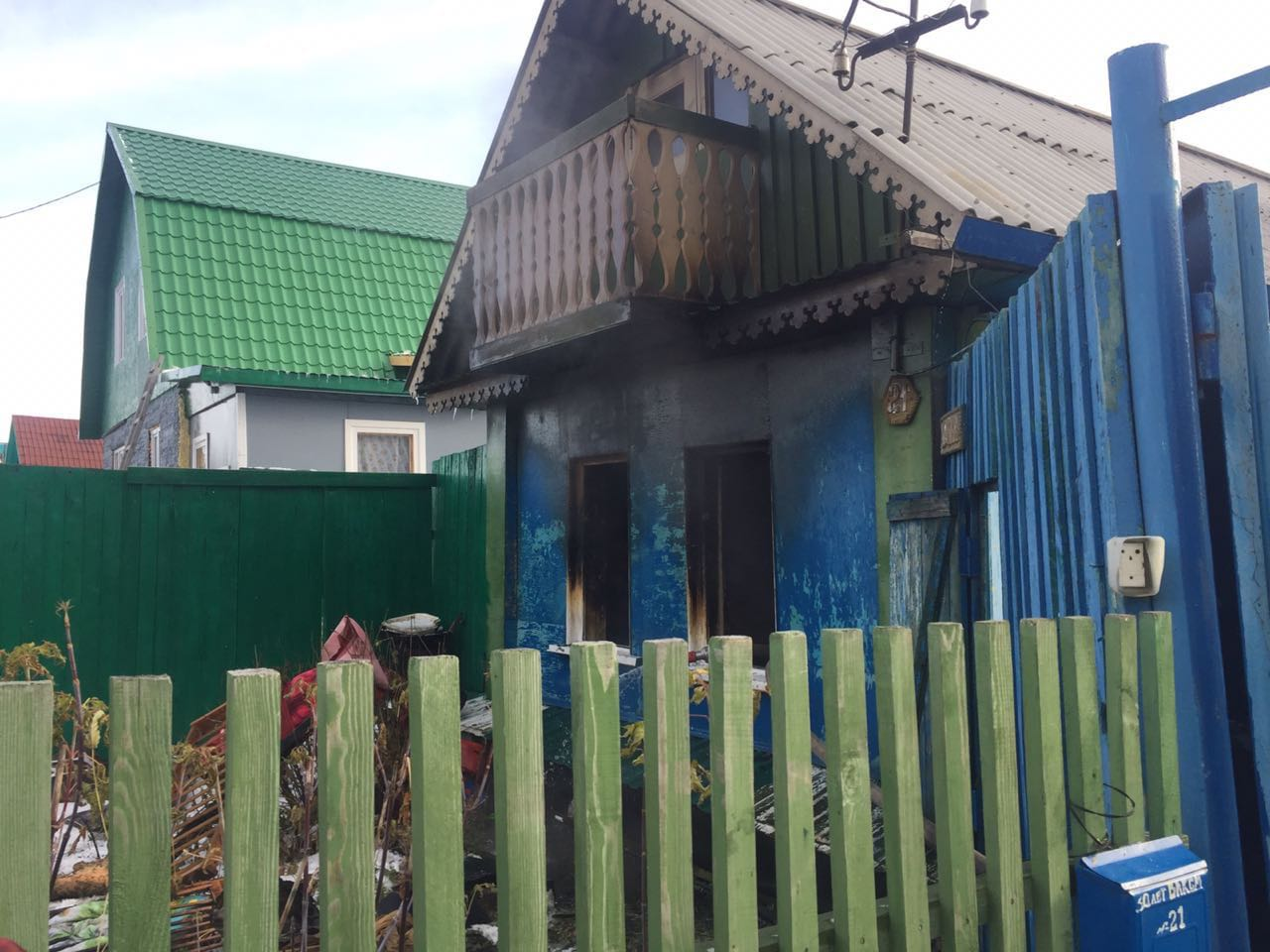 От частного дома остались одни стены