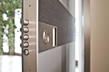 Как выбрать стальную дверь на улицу