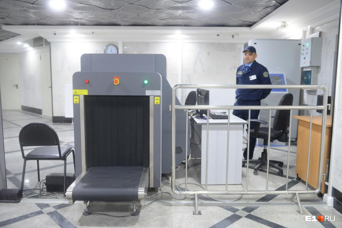 Мрамора и гранита на сотни миллионов: рассматриваем интерьер нового перехода из «Гринвича» в метро