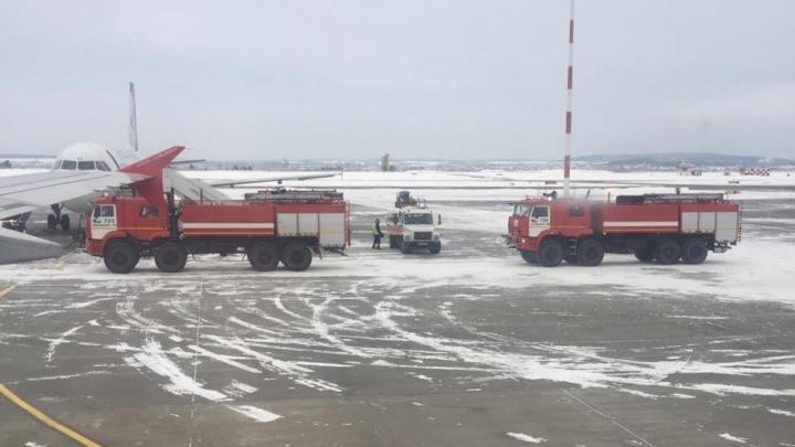 У одного отказал двигатель: онлайн-репортаж о вынужденной посадке самолетов в Кольцово