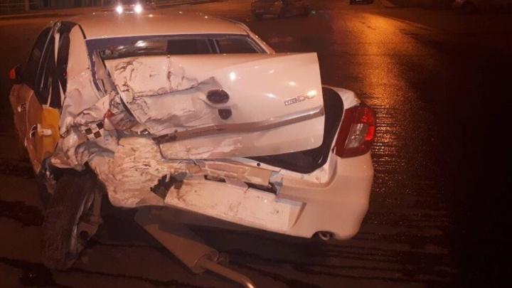 «Машины разлетелись как кегли»: пьяный водитель протаранил два автомобиляоколо «Современника»