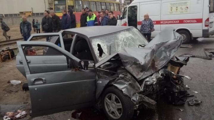 «Он в тяжелом состоянии»: 20-летний виновник смертельного ДТП в Волжском не имеет водительских прав