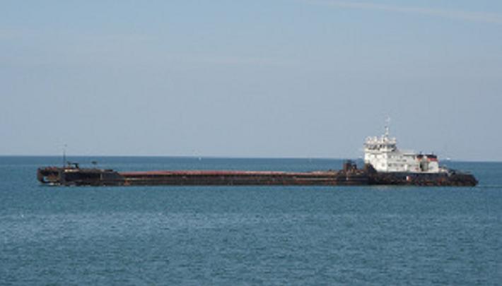 В Крыму затонула баржа из Ростова-на-Дону
