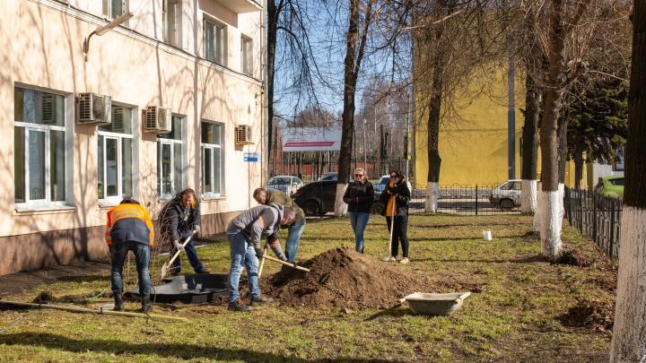 Сто лет «Великому почину»: ярославские железнодорожники вышли на массовый субботник