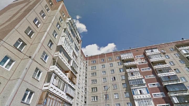 Высотный экстрим на скейте: челябинцев шокировали детские игры на крыше многоэтажки