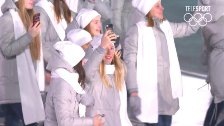 Новосибирская хоккеистка вышла на парад олимпийцев под нейтральным флагом