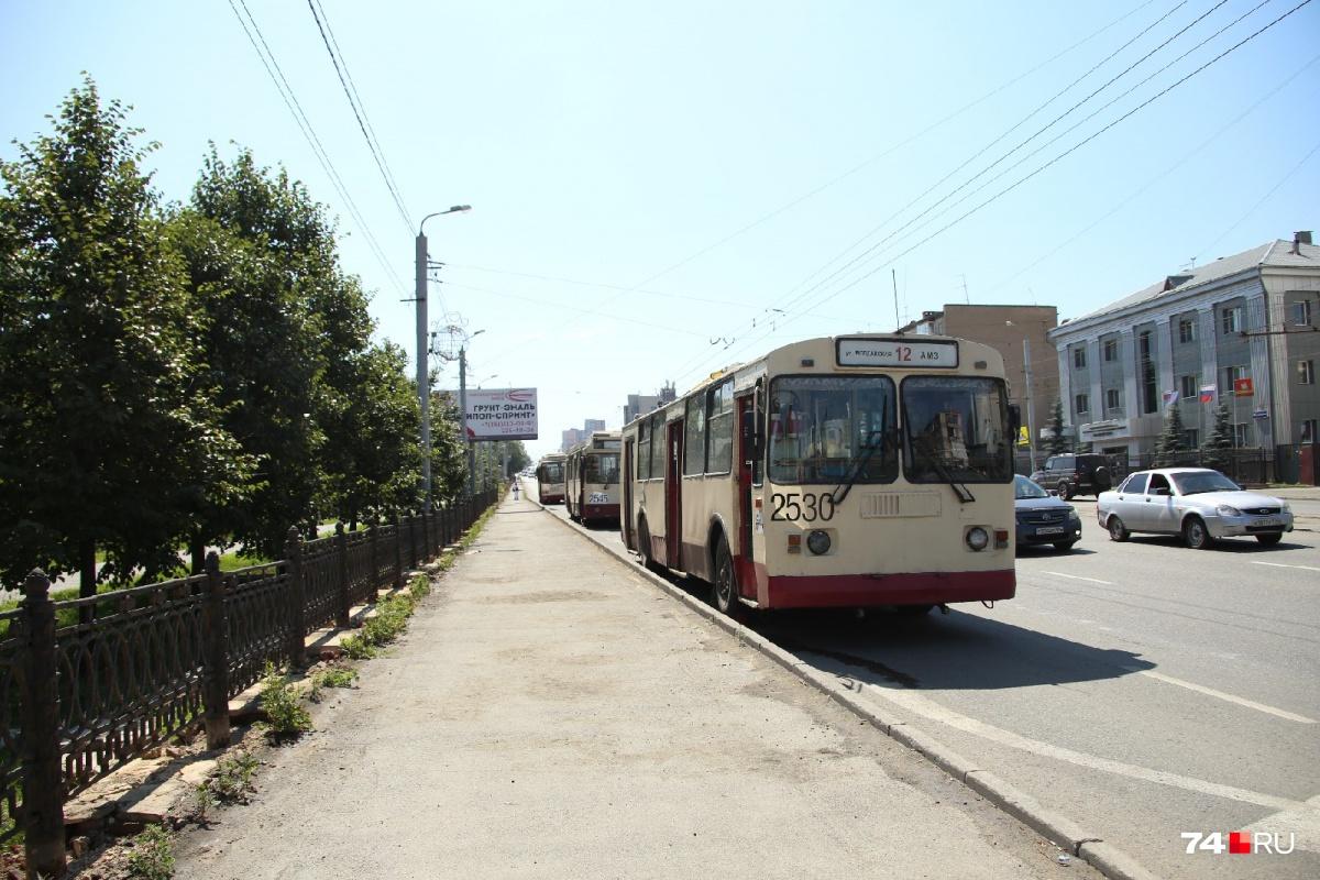 Пять маршрутов трамваев и троллейбусов не ходят с девяти утра