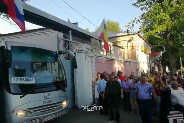 Автобус выезжал с территории военкомата