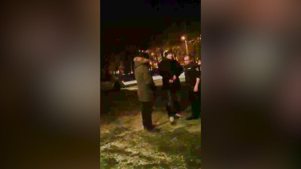 Челябинец рассказал, что люди в форме сотрудников МВД устроили пьяный дебош на улице