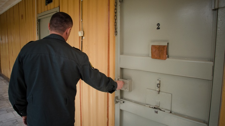 Новосибирец получил семь лет за нападение на сотрудников колонии