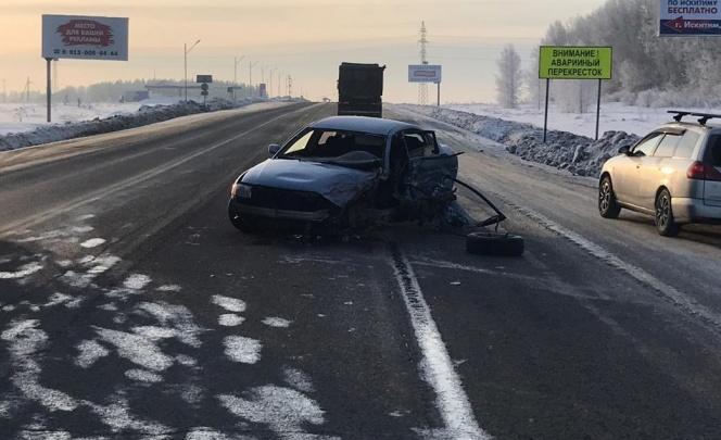 Три автомобиля столкнулись под Новосибирском —водитель Volkswagen вылетел на встречную полосу