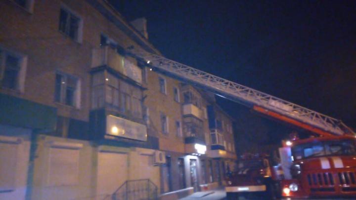 В Ишимбае сгорела двухкомнатная квартира: два человека погибли в огне