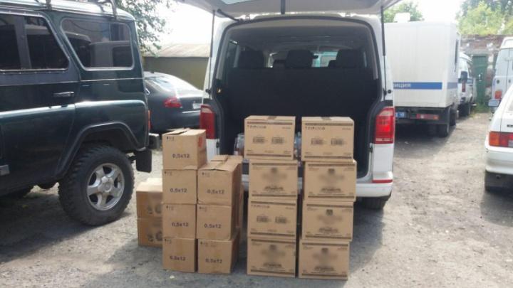 Житель Петухово пытался незаконно ввезти в Зауралье около 300 бутылок алкоголя