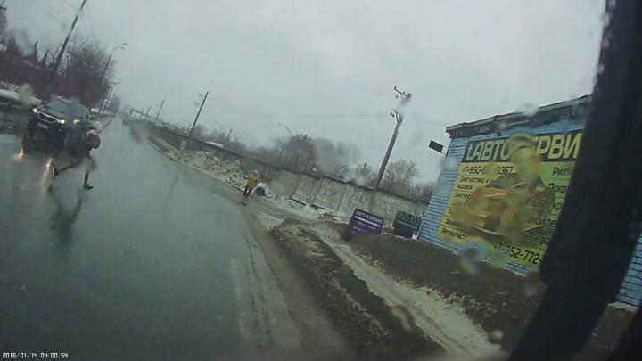 «Перебегала в наушниках»: перевозчик, чья маршрутка сбила девочку в Сормове, прокомментировал ДТП