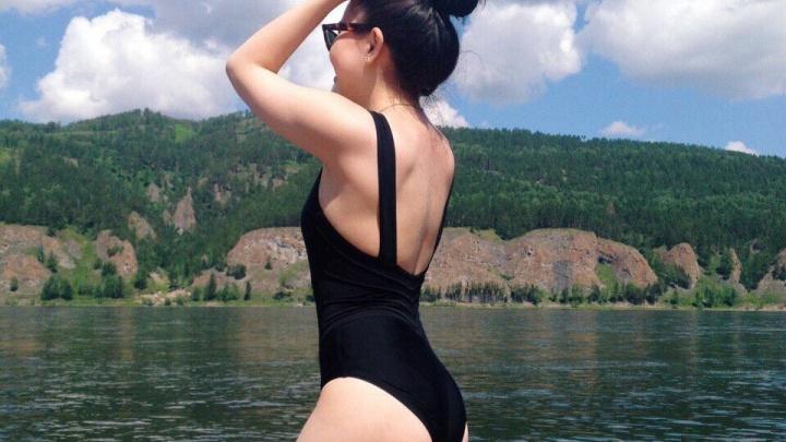 Красноярские педагоги выложили фото в купальниках в поддержку уволенной учительницы из Омска