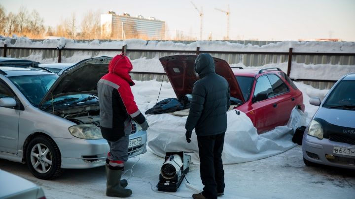 Машинам холодно: новосибирцы с замёрзшими авто начали записываться на отогрев