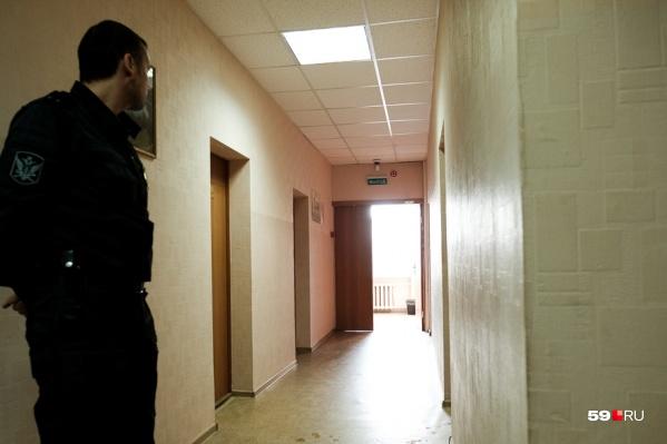 Сотрудница «Камского кабеля» два раза приносила на работу фиктивные больничные, за что и попала под суд