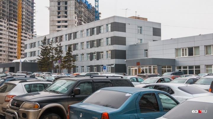 Власти запретили платные парковки у школ и больниц Самарской области