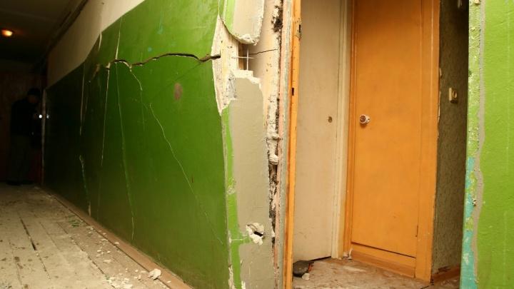 От взрыва газового баллончика в доме на Клары Цеткин повредилась стена. Следим за ЧП в режиме онлайн