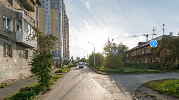 Строители до сентября закрыли движение в одном из переулков на Уктусе