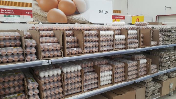 «Почти 100 рублей за десяток!»: в самарских магазинах подорожали куриные яйца