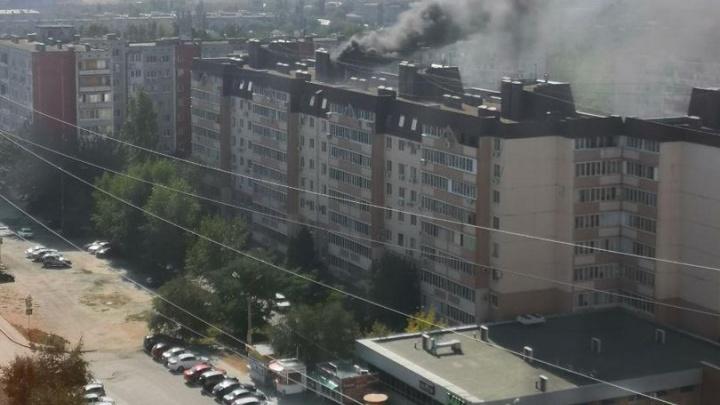 В девятиэтажке на севере Волгограда загорелся лифт