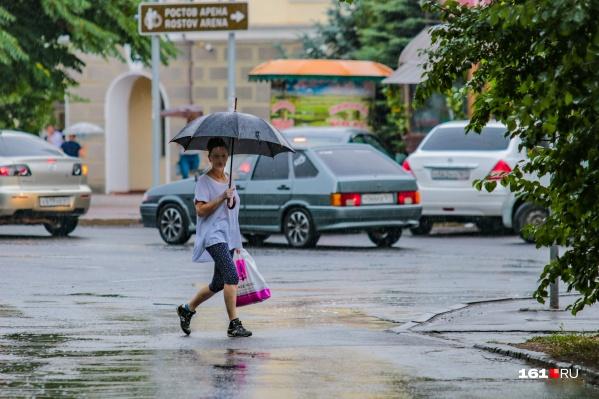 Зонты и дождевики далеко откладывать не стоит