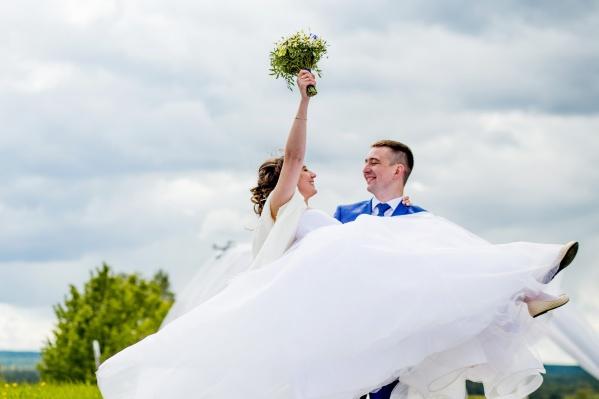 Не нужно стоять в очереди у ЗАГСа, чтобы пожениться в красивую дату