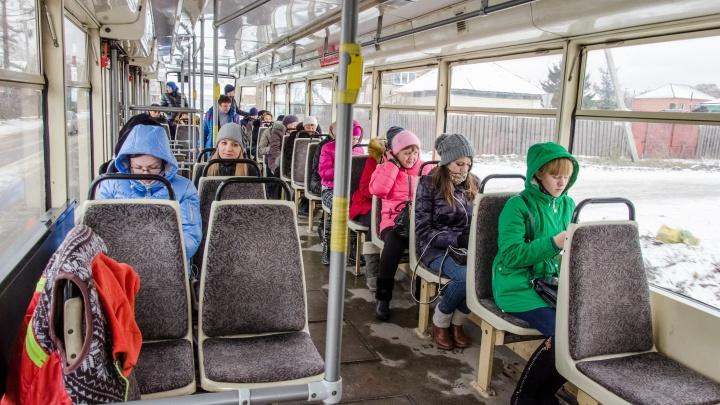 Школьникам разрешили 11 дней бесплатно ездить на автобусах и метро