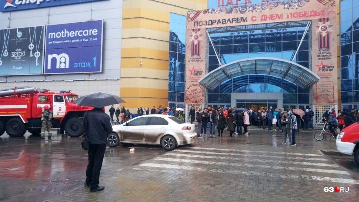 Из ТЦ «Парк Хаус» в Самаре эвакуировали 300 человек