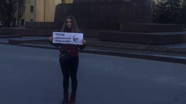 «Вместе с Лениным»: молодые волгоградские коммунисты вышли на пикеты против мусорной реформы