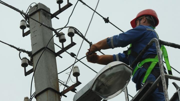 В районе Сибирского тракта 1 200 человек остались без электричества