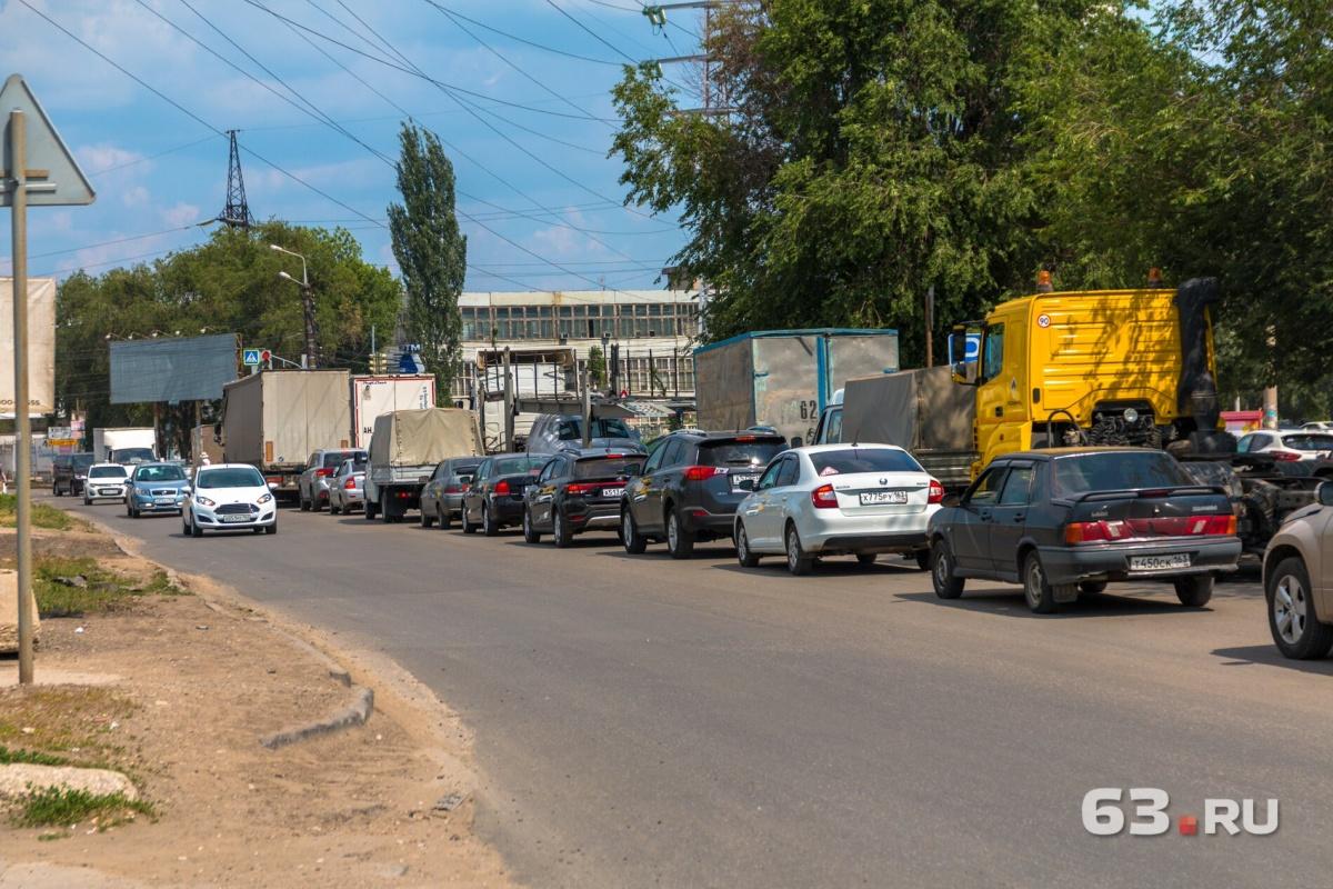 Улица в кадре: 8 километров «золотых» ям и пробок Заводского шоссе