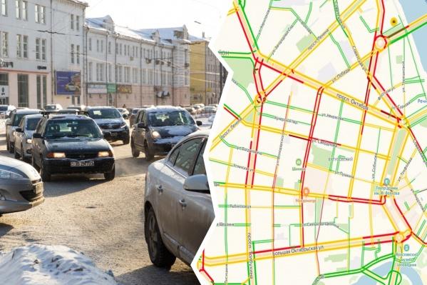Заторы и пробки в основном наблюдаются на центральных улицах и подъездах к ним