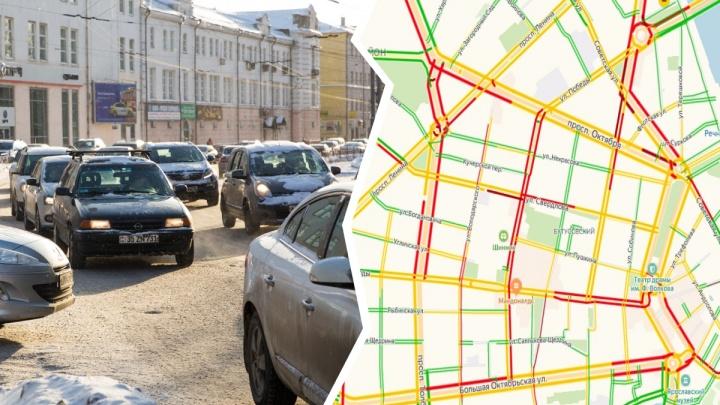 Заторы стали сильнее: в 9-балльных пробках в Ярославле застряли автомобилисты