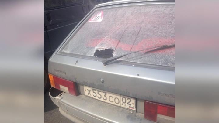 Рельсом по голове: уроженцу Башкирии в окно машины залетел кусок металла