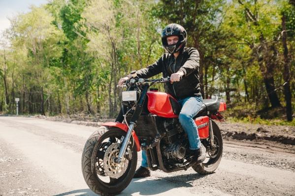 Владимир Меньшов получил права на управление мотоцикла быстрее, чем на авто