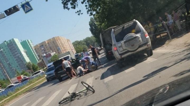 Прямо на переходе: на улице Ставропольской сбили ребёнка-велосипедиста