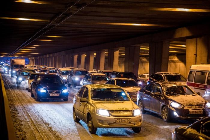 По количеству часов, которые жители провели в 2017 году в пробках в часы пик, Новосибирск обогнал многие города мира
