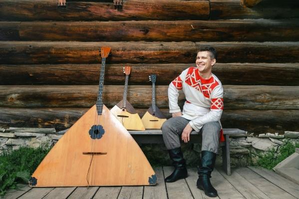 Андрей Киряков сыграл хит группы Queen на балалайках
