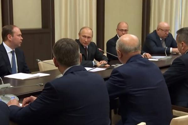 Путин встретил с уволенными губернаторами и пообещал всем госнаграду