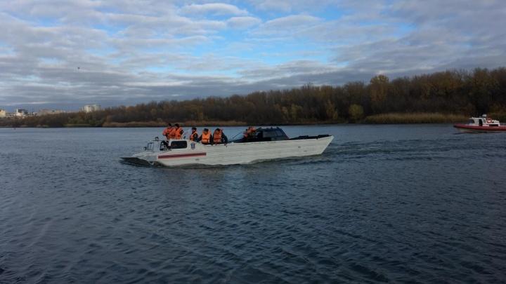 Машины с Зеленого острова эвакуируют с помощью плавающего транспортёра