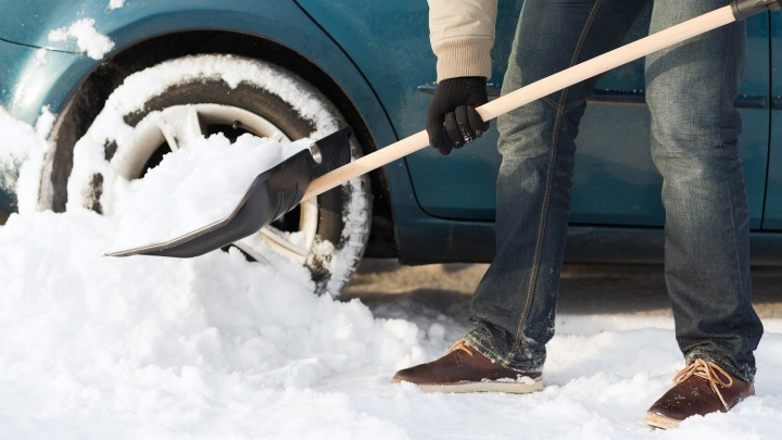 Первый снег заставил автомобилистов задуматься о подготовке авто к морозам
