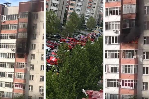 По словам очевидцев, очень скоро на место происшествия приехали спасатели