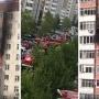 Жильцов многоэтажки на Пермякова в Тюмени эвакуировали из-за пожара на балконе