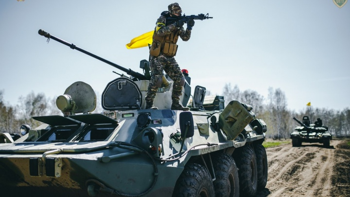 В Омске открыли страйкбольный сезон на танках и БТР
