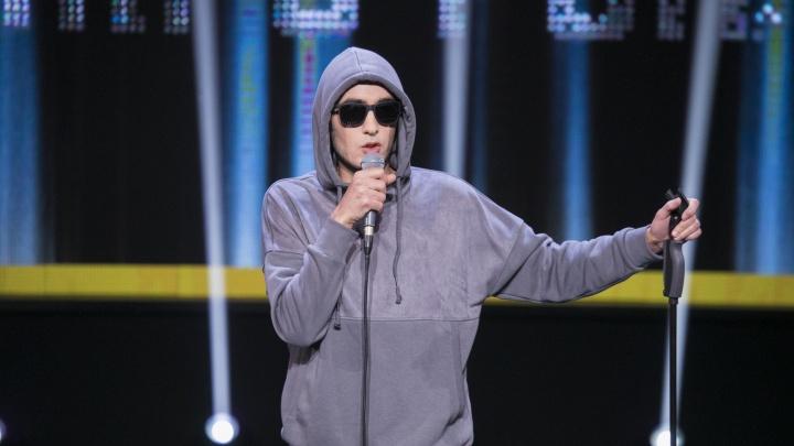 Молодой комик из Красноярска прошёл в шоу на ТНТ с шутками про почту и хиджаб