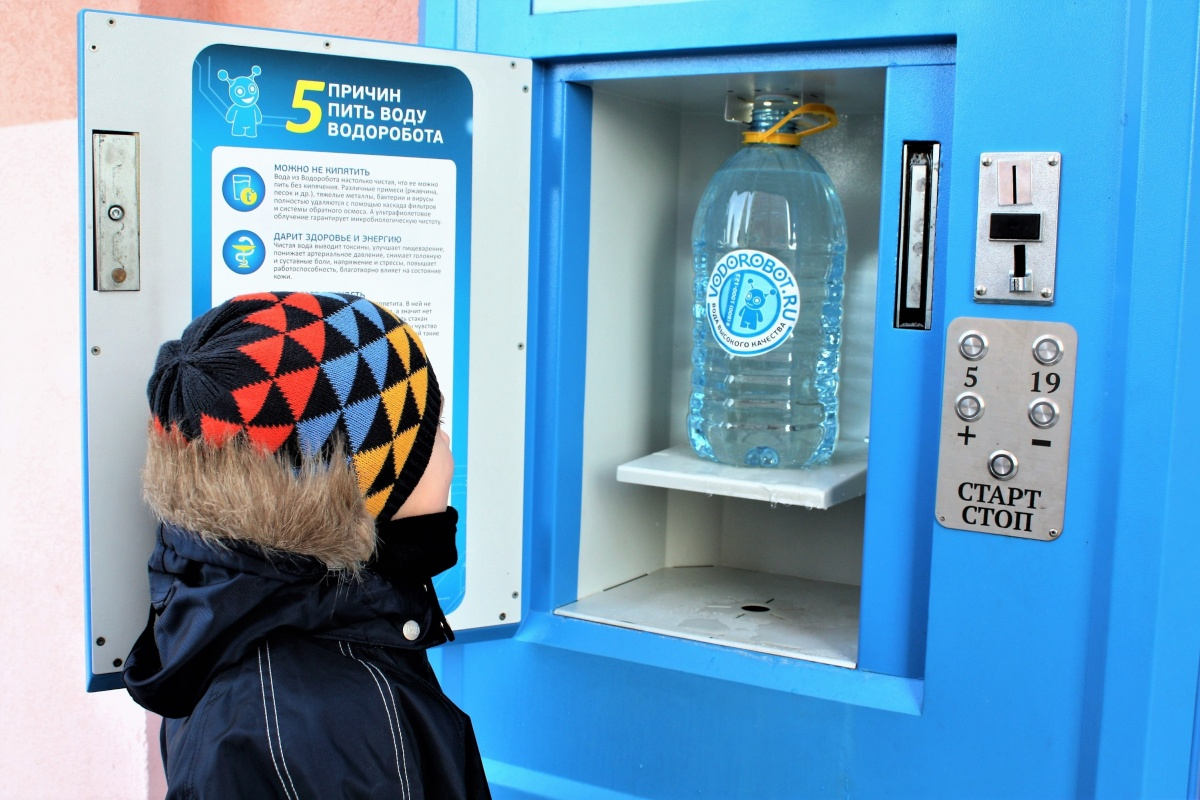 Воду в водоматах можно набирать круглосуточно рядом с домом. Оплату можно внести наличными через монетоприёмник. Система работы понятна и ребенку, и бабушке