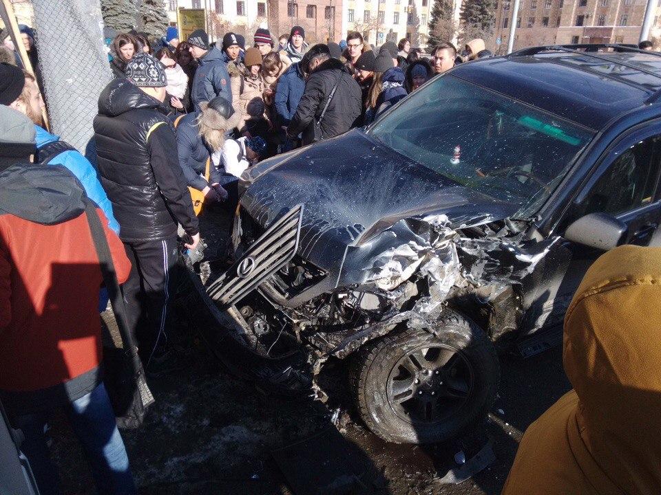 Под колёсами внедорожника Lexus оказались четыре студентки