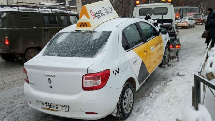 Минтранс и ГИБДД ловят в Перми таксистов-нарушителей